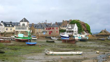 petit port breton à marée basse Wall mural