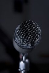 Isolated microphone windscreen