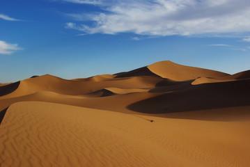 Sanddünen mit blauen Himmel
