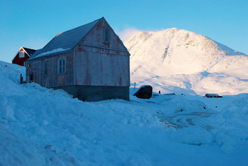 Inuit village with katabatic wind on mountains