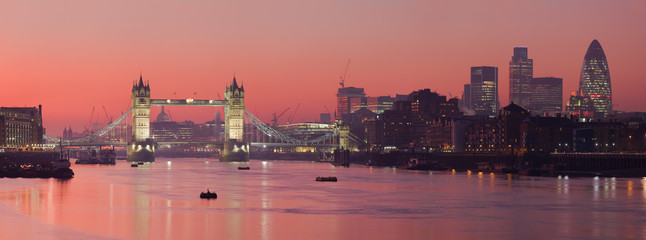 Fototapeten London Tower Bridge and city of London with deep red sunset