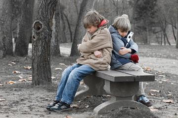 relation frère famille bouder caractère dispute colère mécontent