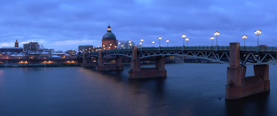 Panoramic view of the Pont Neuf in Toulouse, France