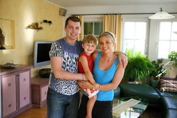 Junge Familie mit einem Kind