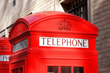 A photography of a old red phone box in London