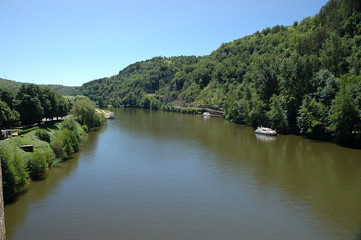 fiume navigabile
