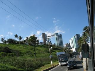 Imeubles et pelouses vues du bus, Roio, Brésil.
