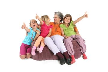 Enfants avec grand-mère