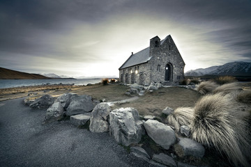 Foto auf Acrylglas Neuseeland Small church in New Zealand with lake and mountains