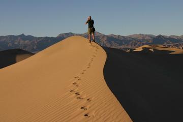 Tourist in den Sanddünen des Death Valley, Kalifornien - USA