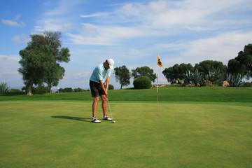Golf - Golfer auf dem Green beim Putten
