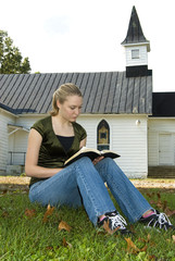 Reading the Bible Outdoors