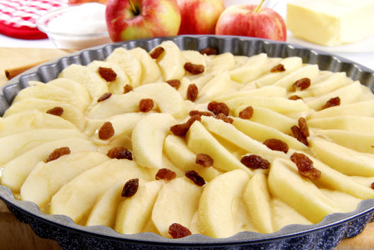 Apfelkuchen mit Rosinen