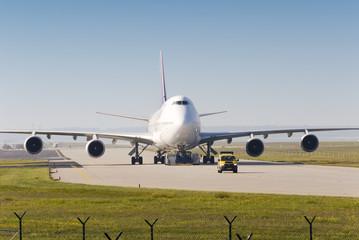 Flugzeug auf Rollbahn