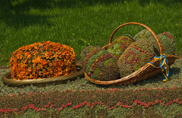 .flower bed in the form of Easter eggs
