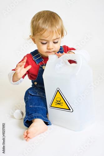 B b dangereux produit chimique ingestion risque danger - Produit bebe non toxique ...