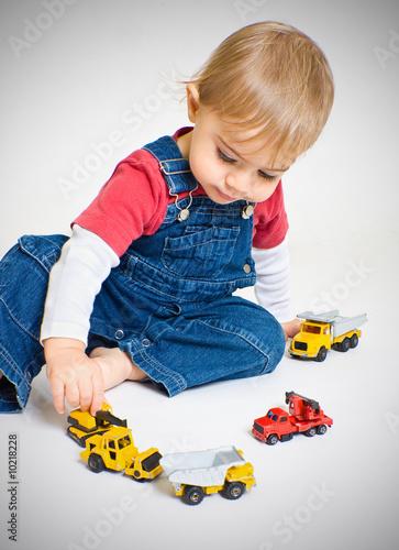 b b jouer camion voiture gar on petite calme jeu enfance photo libre de droits sur la banque. Black Bedroom Furniture Sets. Home Design Ideas