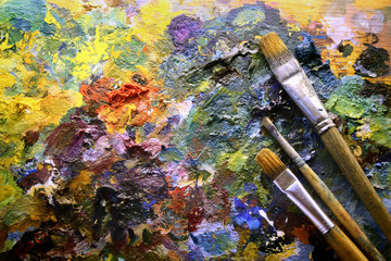 palette with paintbrushes