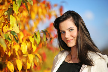 Wall Mural - Beautiful young woman in autumn park. Shallow DOF.