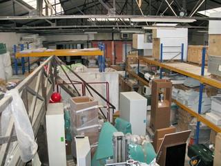 Entrepôt, local industriel avec verrière.