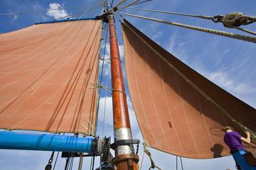 bretagne,belle-île,voilier : cordages,voile et mât