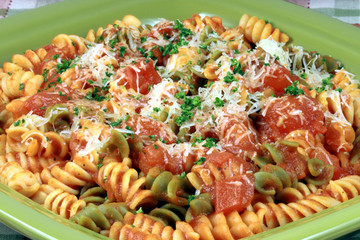 pasta with  fresh tomatoes sauce