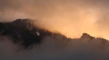 Coucher de soleil sur montagne
