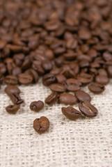 grains de café sur sac de toile