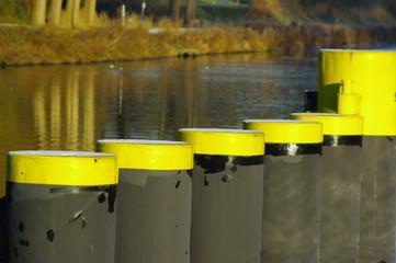 Dalben in der Reihe im Elbe - Lübeck - Kanal