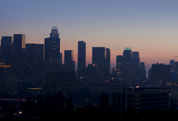 Fotomurales - Hazy View of Los Angeles Skyline at Sunset