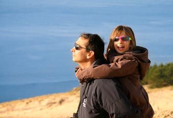 père et fils sur la dune