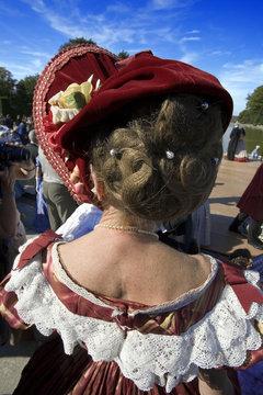 france,île de france, chateau de breteuil : femme en costume d'é
