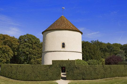 france,île de france,parc du chateau de breteuil : pigeonnier