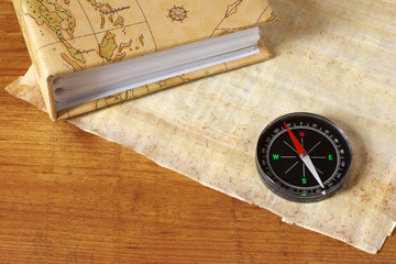 Photoalbum, parchment and compass