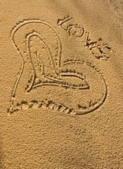 coeur inscrit dans le sable