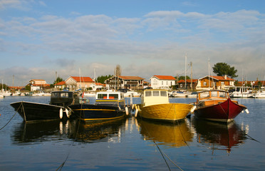 pinasses amarrées au port de La Teste
