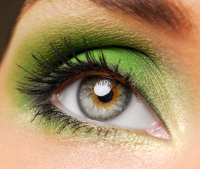 Effective green make-up
