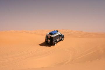 Geländefahrzeug in der Sahara - Libyen