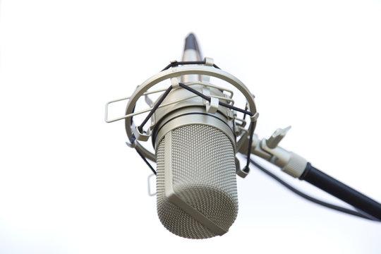 microphone close