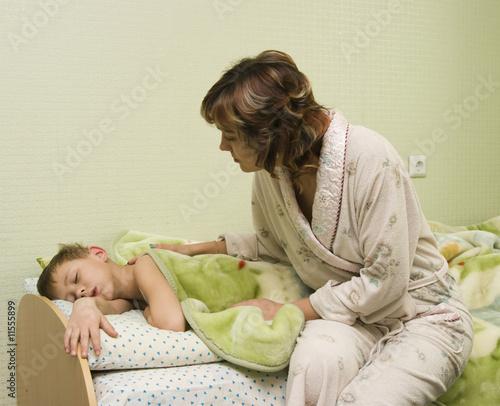 спит читать матерью сын с