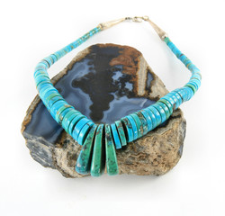 Turquoise neckless on agate