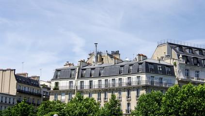 Derniers étages d'immeubles, Paris.