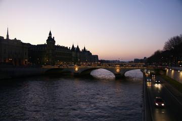 Atardecer en puentes del Sena