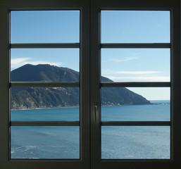 okno nad morzem