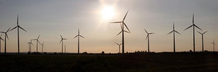 Windkraftanlagen zwischen Quedlinburg und Harz
