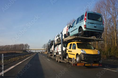 camion transport de voitures photo libre de droits sur la banque d 39 images image. Black Bedroom Furniture Sets. Home Design Ideas