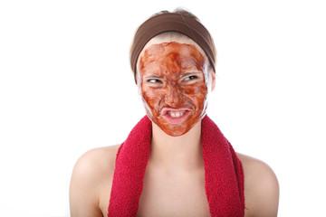hübsche Frau mit Gesichtsmaske