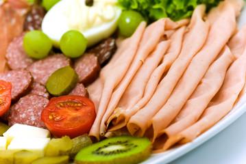 Kalte Platte mit Wurst-Sorten,Gemüse,Obst