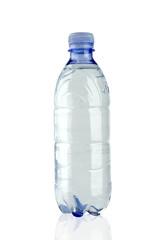 bottiglia di plastica con acqua