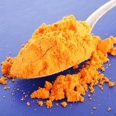 saffron on the spoon